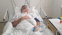 Zraněný fotbalista Jan Hušbauer v nemocnici.