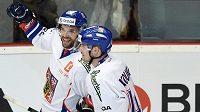 Michal Vondrka (vlevo) a Petr Koukal slaví gól v síti Ruska.