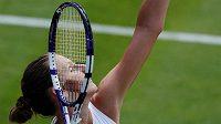 Česká tenistka Karolína Plíšková v akci na Wimbledonu.