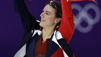 Karolína Erbanová se raduje pod českou vlajkou ze zisku bronzové medaile.