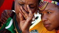 Šok, rozčarování a pláč... Fanynky Jihoafrické republiky poté, co byl světový šampionát 2023 v ragby přidělen Francii.