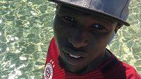 Liberecký fotbalista Kamso Mara se na Instagram vyfotil ve sparťanském dresu. Naznačuje přestup?