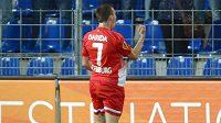 Záložník Freiburgu Vladimír Darida se raduje ze své trefy proti Estorilu.