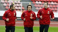Jan Polák (vlevo), Tomáš Rosický (uprostřed) a Petr Čech na tréninku národního týmu.