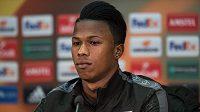 Útočník Lazia Keita Balde Diao během tiskové konference před utkáním Evropské ligy na Spartě.