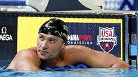 Americký plavec Ryan Lochte nesmí kvůli vymyšlené historce o přepadení během olympijských her v Riu de Janeiro deset měsíců závodit.