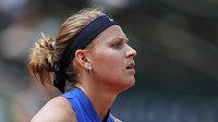 Smutná Lucie Šafářová po jedné z prohraných výměn se Samanthou Stosurovou.