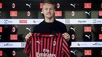 Kapitán dánské fotbalové reprezentace Simon Kjaer dohraje sezonu v AC Milán.