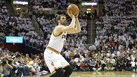 Basketbalista Clevelandu Kevin Love si půl roku nezahraje.