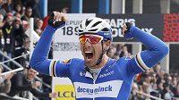 Belgický cyklista Philippe Gilbert vyhrál klasiku na kostkách Paříž-Roubaix.