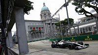 Brit Lewis Hamilton při tréninku v Singapuru.