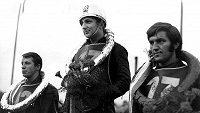 V cíli třetí Miloslav Verner (vpravo) na stupních po boku sovětských reprezentantů Valerije Klementěva a vítězného Genadije Kurilenka při Zlaté přilbě v roce 1969.