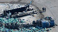 Čtrnáct lidí zahynulo a čtrnáct dalších utrpělo zranění, při tragické dopravní nehodě autobusu přepravujícího kanadský juniorský hokejový tým Humboldt Broncos.