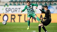 Jan Vondra z Bohemians a Dominik Pleštil z Jablonce během utkání Fortuna ligy.