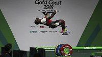 Kamerunský vzpěrač David Petit Minkooumba po úspěšném pokusu v kategorii do 94 kg.