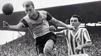 Legendární útočník Bayernu Mnichov Rudolf Jobst (na snímku vlevo) zemřel ve věku 85 let.