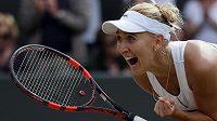 Jelena Vesninová se raduje po postupu do semifinále Wimbledonu.