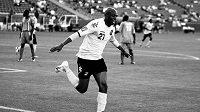 Bývalý jamajský fotbalista Luton Shelton podlehl vážné nemoci.