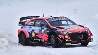 Estonský pilot Ott Tänak zatím vládne Arktické rallye.