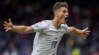 Euforie! Český reprezentant Patrik Schick slaví nádherný gól do sítě Skotska v utkání EURO.
