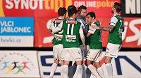 Fotbalisté Jablonce se radují z gólu v utkání proti Hradci Králové.
