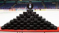 Hokejové puky arénou nesviští, místo na ledě se při virtuálním MS rozhoduje u computerů.