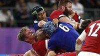 Zřejmě rozhodující moment čtvrtfinále mezi Walesem a Francií. Sebastien Vahaamahina fauloval loktem Aarona Wainwrighta a Francie měla po červené kartě rázem o jednoho muže na trávníku méně