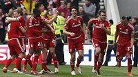 Fotbalisté Middlesbrough se radují z branky.