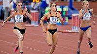 Barbora Procházková (uprostřed) ovládla finále běhu na 60 metrů na HMČR před Klárou Seidlovou (vlevo) a Janou Slaninovou (vpravo).