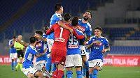 Radost neapolských fotbalistů po rozstřelu ve finále poháru s Juventusem.