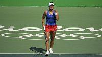 Barbora Strýcová se raduje, vstup do olympijského turnaje se jí vydařil.