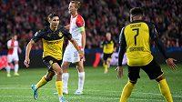 Achraf Hakimí z Dortmundu oslavuje gól na 1:0 během utkání základní skupiny Ligy mistrů na hřišti Slavie.