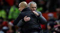 Kouč José Mourinho musel spolknout další hořkou pilulku, ale po porážce od City se s věčným rivalem Pepem Guardiolou objal.