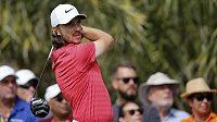 Anglický golfista Tommy Fleetwood v Abú Zabí.