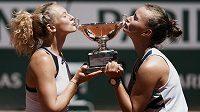 Barbora Krejčíková a Kateřina Siniaková vyhrály grandslamový titul na French open.
