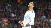 Cristiano Ronaldo z Realu při utkání s Barcelonou.