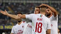 Anteho Rebič už v dresu AC Milán se raduje z gólu ve Veroně.
