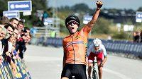 Nizozemská cyklistka Marianne Vosová slaví triumf na ME v Dánsku.