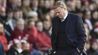 Smutný trenér Southamptonu Ronald Koeman.