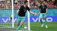 Rakouský hrdina. Střelc Michael Gregoritsch oslavuje svůj vítězný gól do sítě Severní Makedonie na EURO.