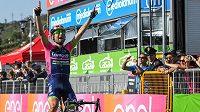 Diego Ulissi slaví etapový triumf na Giru.