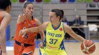 Teja Oblaková z USK během utkání Evropské ligy basketbalistek.