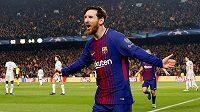 Barcelonský Lionel Messi se raduje z gólu proti Chelsea v odvetě osmifinále Ligy mistrů.