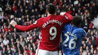 Inkriminovaný moment mezi útočníkem Manchesteru United Zlatanem Ibrahimovičem a stoperem Bournemouthu Tyronem Mingsem.