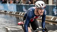 Mladého amerického cyklistu Quinna Simmonse stál nevhodný vzkaz na sociálních sítích angažmá u stáje Trek-Segafredo.