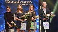 Zlatého kanára získalo Fedcupové družstvo ČR. Zleva jsou Barbora Strýcová, Lucie Šafářová, Lucie Hradecká a nehrající kapitán Petr Pála.