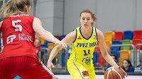 Basketbalistka Kateřina Elhotová během semifinále s Nymburkem.