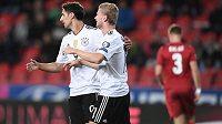 Němečtí fotbalisté Timo Werner (vpravo) a Lars Stindl oslavují úvodní gól do sítě Tomáše Vaclíka.