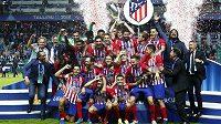 Fotbalisté Atlética Madrid slaví zisk Superpoháru UEFA.