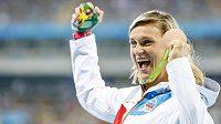 Oštěpařka Barbora Špotáková se raduje z bronzové medaile.